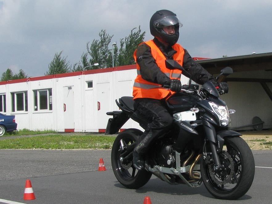Motorrad ohne Flügel – Car-Pro Akademie GmbH